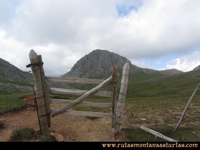 Ruta Peña Cerreos y Ubiña Pequeña: Portilla en Alto Terreos
