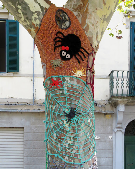 More graffiti knitting on trees, Piazza XX Settembre, Livorno