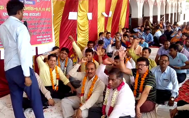 800 workers sitting on fast at Old Faridabad railway station, till 10th May