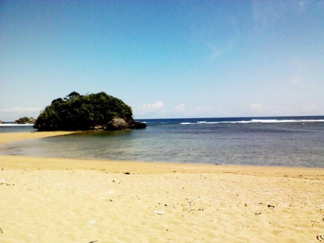 Wisata Pantai Kondang Merak Malang