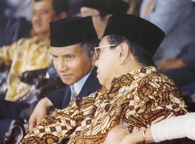 Gus Dur: Saya Jadi Presiden Cuma Modal Dengkul, itupun Dengkulnya Amien Rais