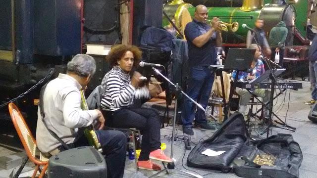 Mercado de Motores. Musica en directo