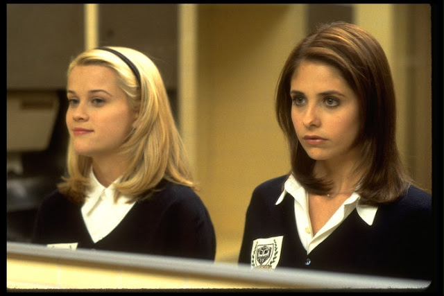 Sarah Michelle Gellar Reese Witherspoon Cruel Intentions 1999 movieloversreviews.filminspector.com