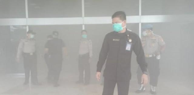 Kepulan Asap Di DPR Bukan Kebakaran, Cuma Cipratan Alat Las
