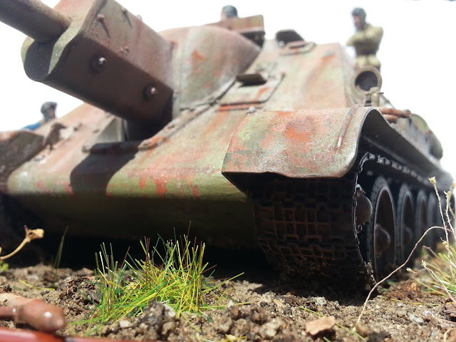 SU-122 Soviet tank diorama: 5 rubles says I can start her comrade!
