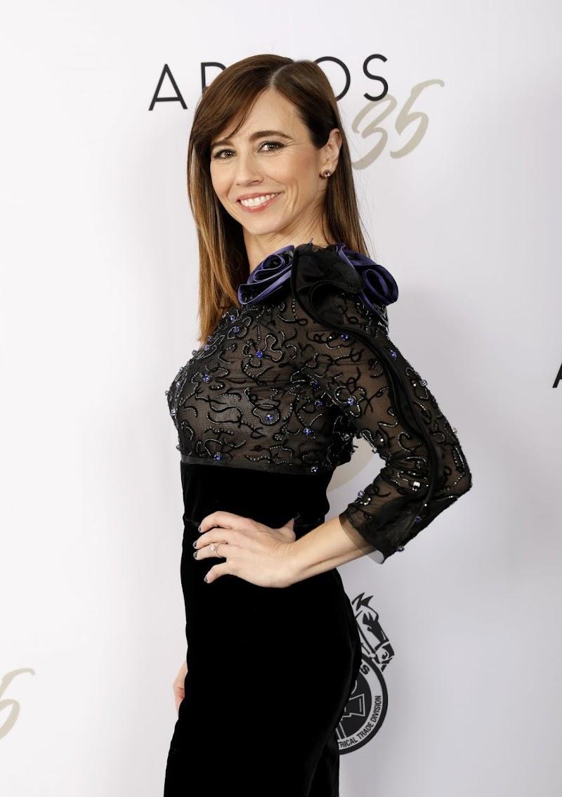 Linda Cardellini Clicks at Casting Society of America's Artios Awards in Beverly Hills 30 Jan-2020