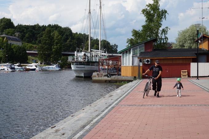 J.L. Runebergilla risteily Porvoosta Helsinkiin lasten kanssa / Porvoojoki, satama