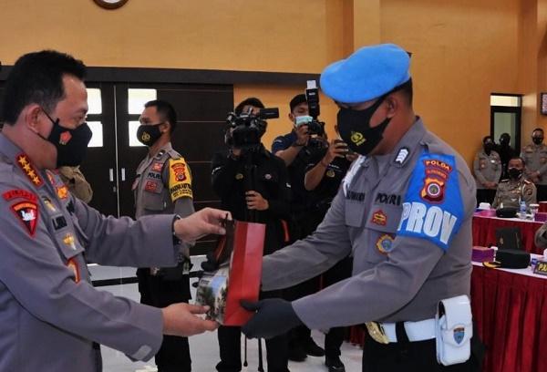 Kapolri Beri Penghargaan Ke Personel Polda DIY, Mengenyam Pendidikan Perwira