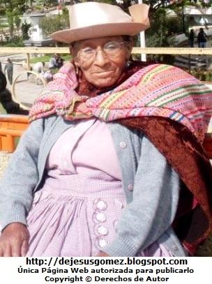 Foto de mujer anciana con lentes y sombrero. Foto de anciana de Jesus Gómez
