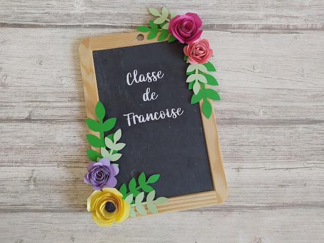 DIY ardoise panneau de classe avec fleurs en papiers