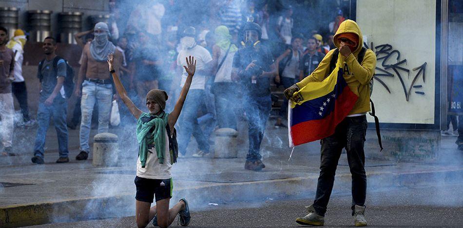 Venezuela ya llora un centenar de fallecidos desde el inicio de los conflictos en abril