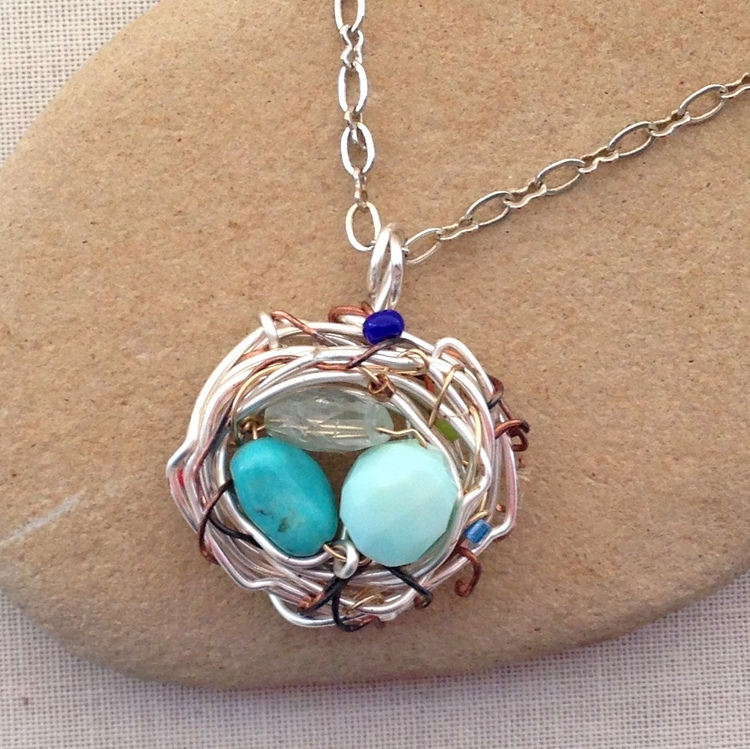 Wire nest with birthstones for Mother: DIY instructions