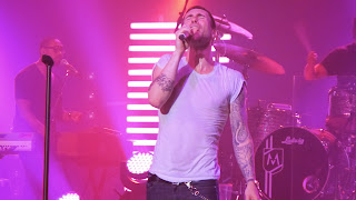 Adam-Levine-Pink-Stage-HD Wallpaper