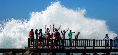 obyek wisata waterblow nusa dua kabupaten badung bali