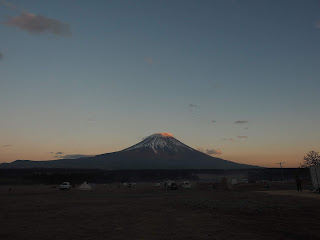 ふもとっぱらキャンプ場 早朝の富士山