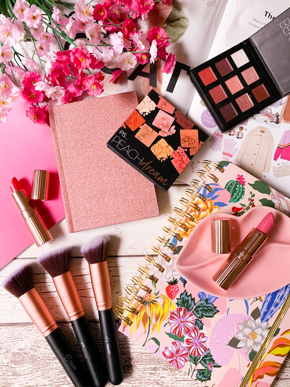 10 Free Flatlay Stock Images - Makeup