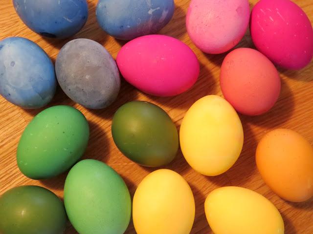 Eier färben schnell und einfach