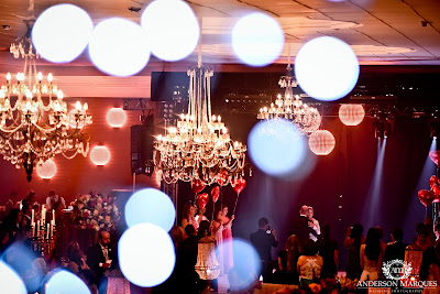 casamento clássico, casamento elegante, casamento chique, casamento real, decoração branca, tapete de espelho, passarela espelhada, casamento, cerimonia de casamento, anderson marques, dunia city hall, casarei em brasilia, casamento em brasilia, festa de casamento, lustres, noivos dançando