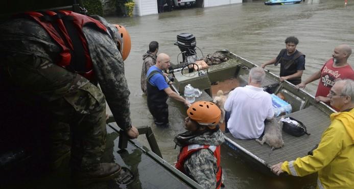 Texas eleva a 16 el saldo provisional de muertes por el huracán Harvey