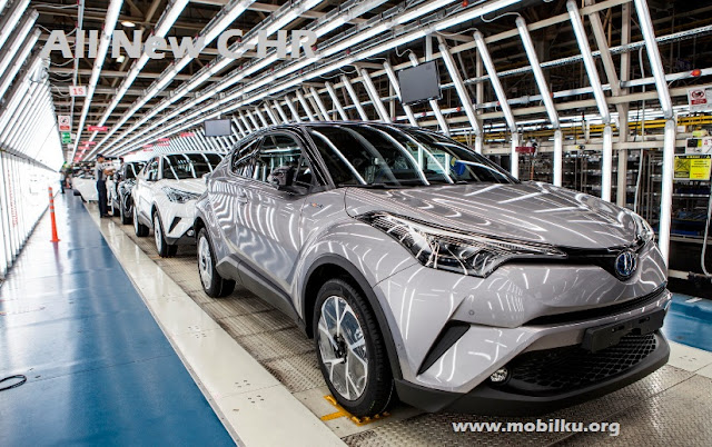 Toyota CHR, C-HR, Spesifikasi, gambar, tenaga, kelebihan, kekurangan, mesin, interior, eksterior, harga