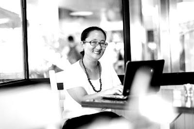 Donna Widjajanto, Sukses Menjadi Penulis Buku Biografi