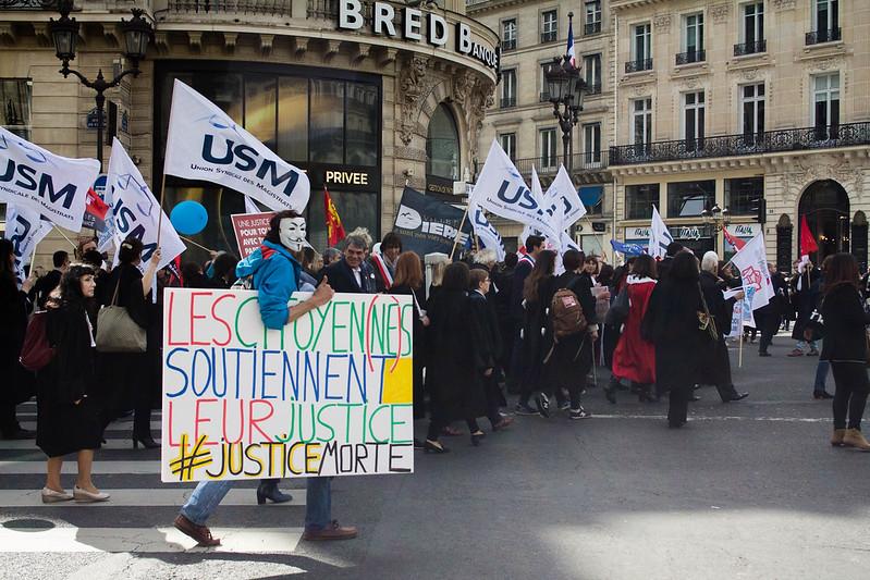 """Crise sociale : les Français """"révoltés"""" mais """"résignés"""", selon un sondage"""