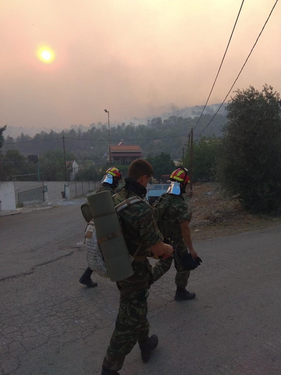 Η καθοριστική συμβολή του Στρατού Ξηράς στη μάχη με τις φλόγες στην Εύβοια..ΕΙΚΟΝΕΣ