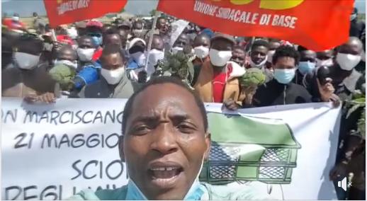 احتجاج مزارعين أجانب ضد قانون تسوية المهاجرين غير القانونيين بإيطاليا