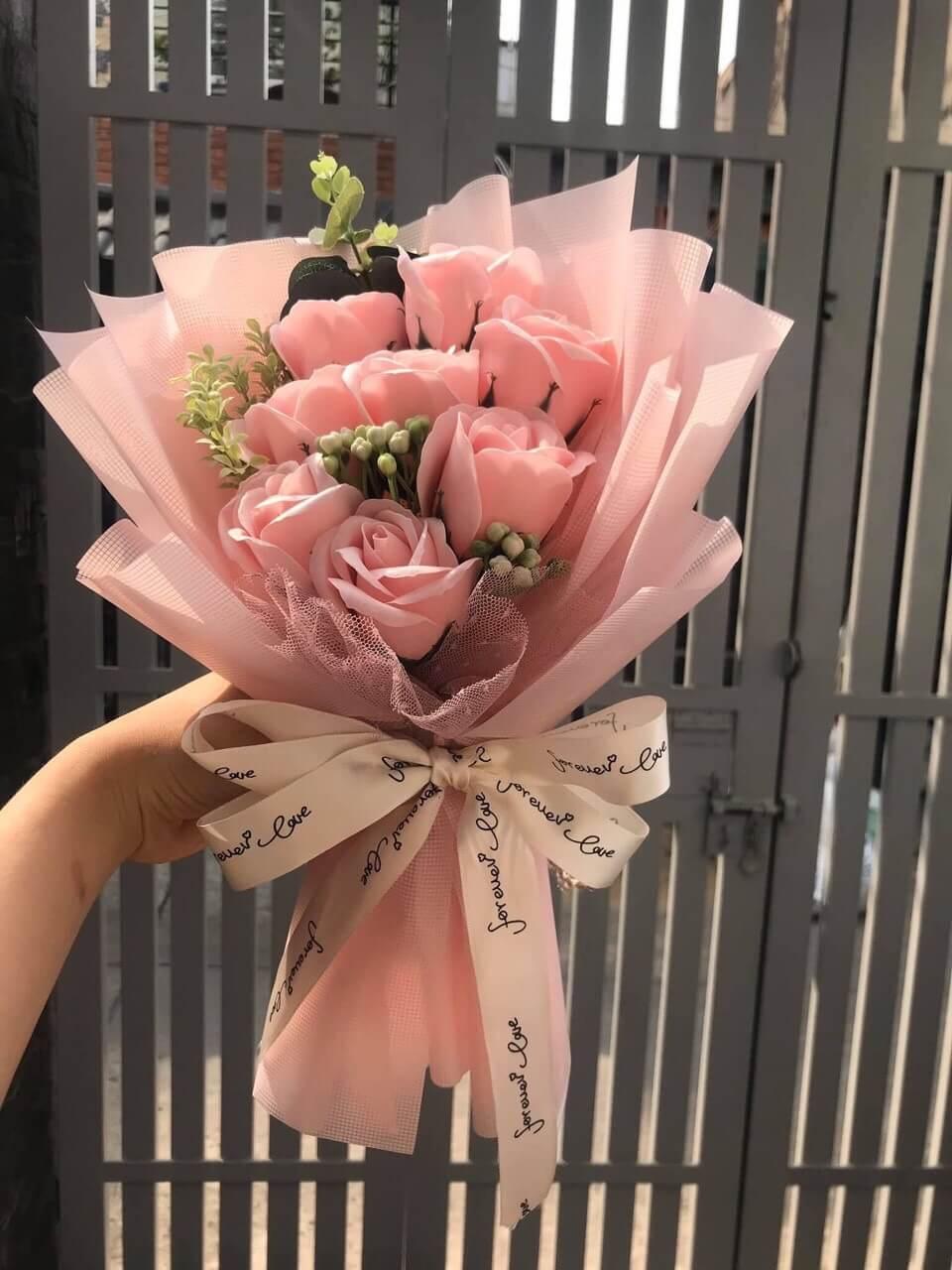 Bó hoa hồng 8 bông màu hồng