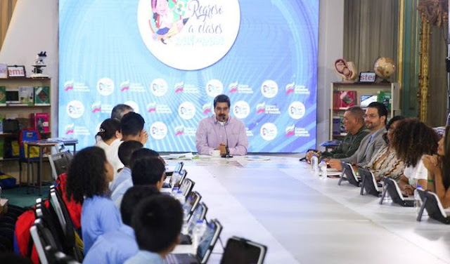 """Maduro propone instalar huertos y gallineros en las escuelas para enseñar a estudiantes a """"producir con sus manos"""""""