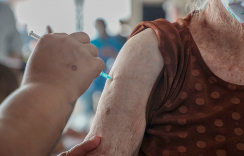 Vacinação deste sábado será para grupos prioritários e forças de segurança e salvamento