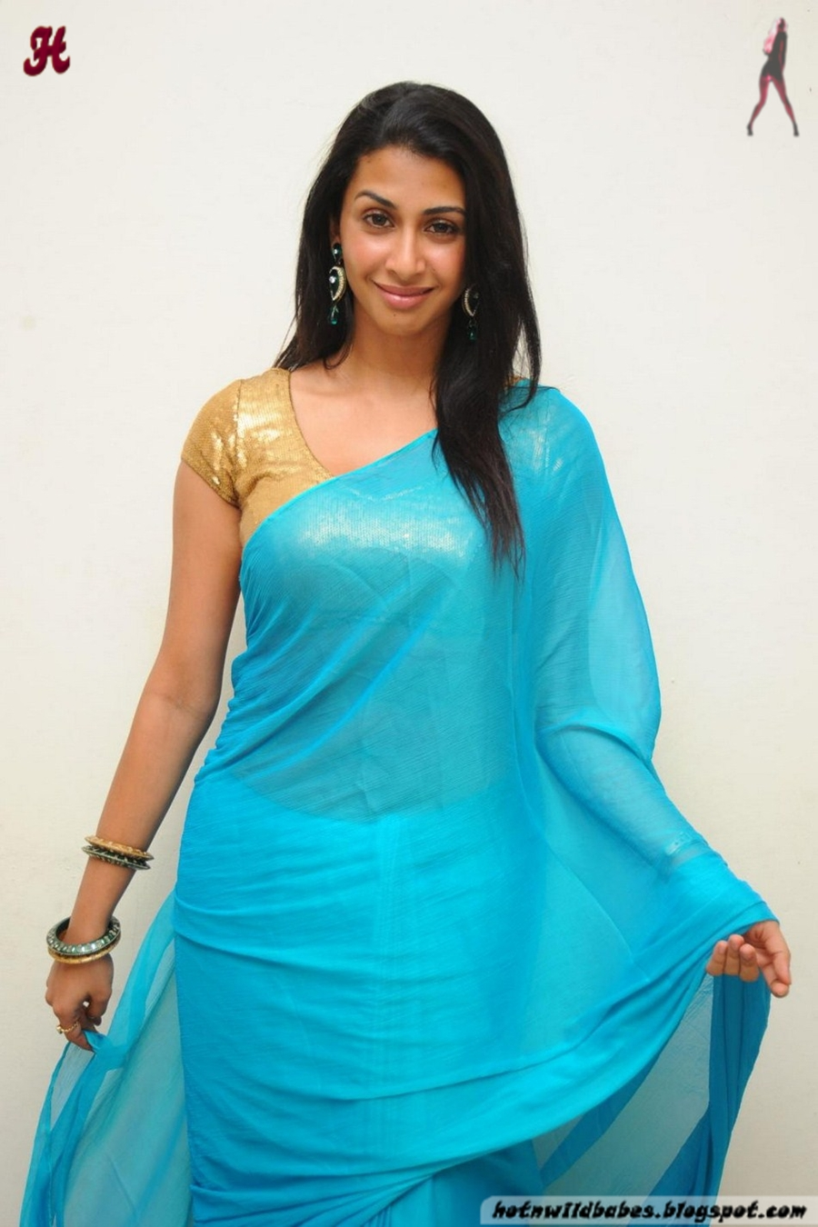 Ranginduniain Gayatri Iyer Flaunting Her Fleshy Curves In -2872