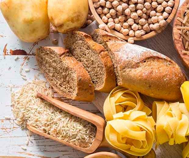 Veja quais os benefícios de manter os carboidratos na dieta.
