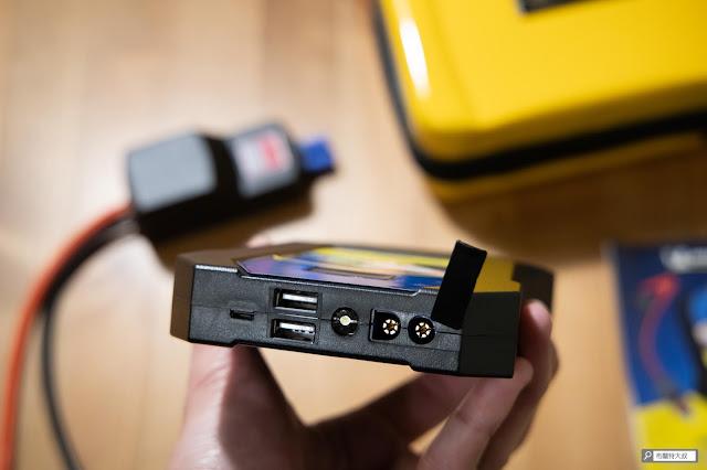 【開箱】汽油車、柴油車都能救,米其林 Michelin 汽車啟動行動電源 ML-8100 - ML-8100 的使用介面,包含了電源輸入、輸出、LED 光源