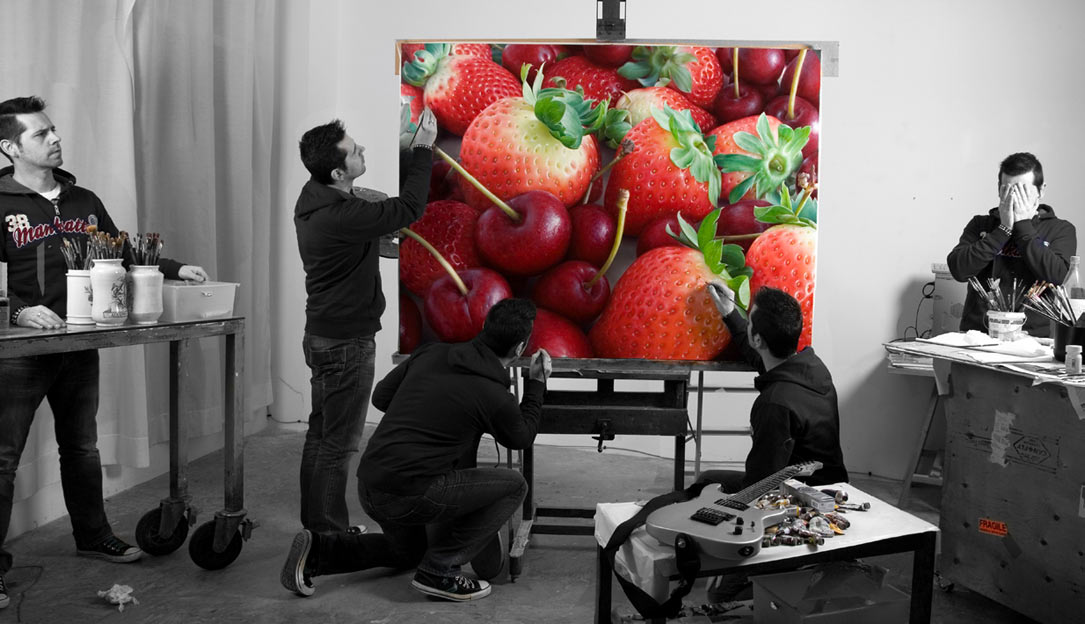 07-Strawberries-and-Cherries-Antonio-Castelló-Avilleira-Visual-Art-with-Hyper-Realistic-Paintings-www-designstack-co
