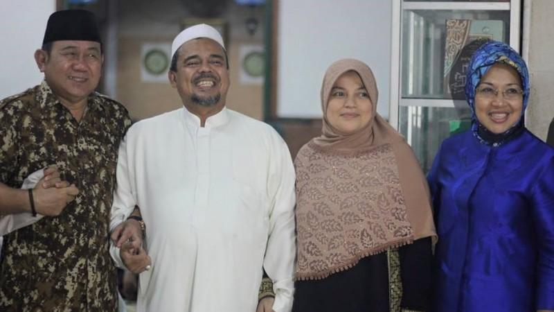 Habib Rizieq bersama Sylviana Murni