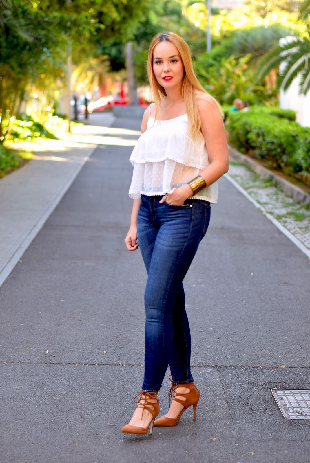 nery hdez, jeans, blonde fashionblogger, crop top, stradivarius top, amiclubwear