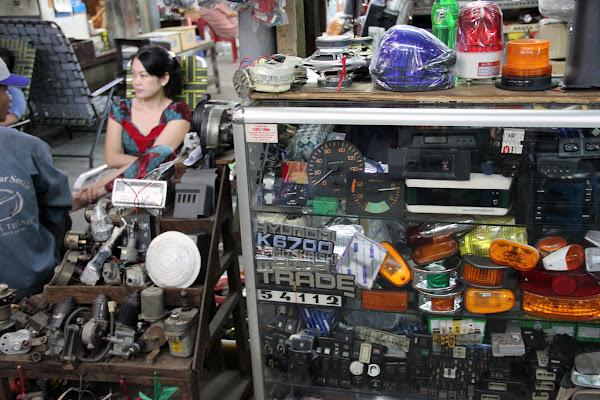 Recambios de automovil en el mercado Dan Sinh