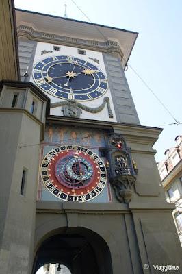 Torre dell'orologio e orologio astronomico