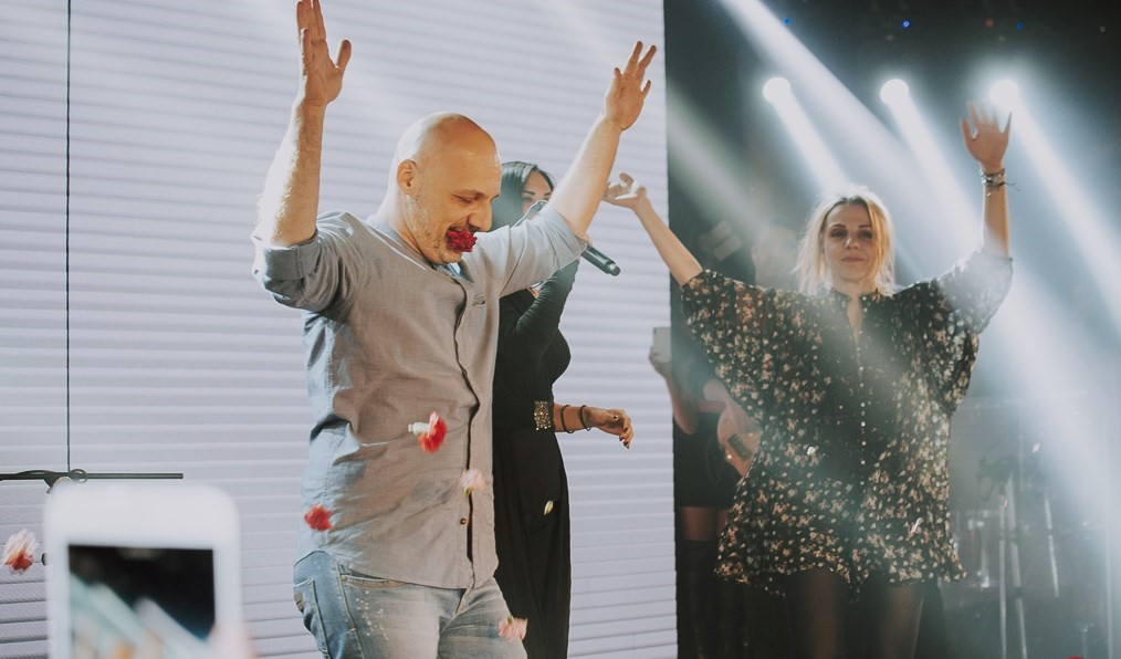 Η έκπληξη του Νίκου Μουτσινά στην Λένα Ζευγαρά στο «Τοκyo Athens Theater»! (ΦΩΤΟ-VIDEO)