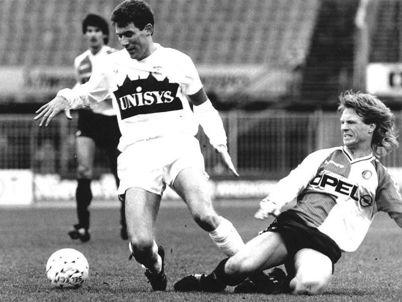 Mario Been (Feyenoord) in duel met Eddy Ridderhof (Sparta)