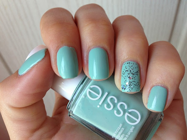 ESSIE - MINT CANDY APPLE & GLITTER