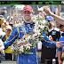Na estratégia e quase sem combustível no fim, Alexander Rossi vence a 100ª Indy 500