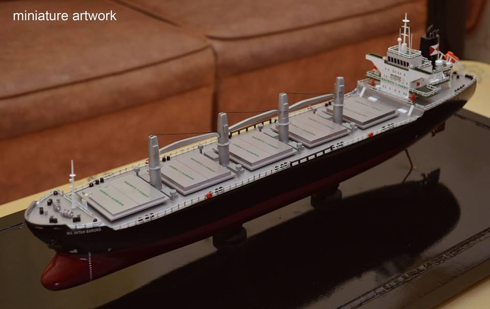 miniatur kapal general cargo bulk carrier mv intan baruna rumpun art work planet kapal indonesia singapura