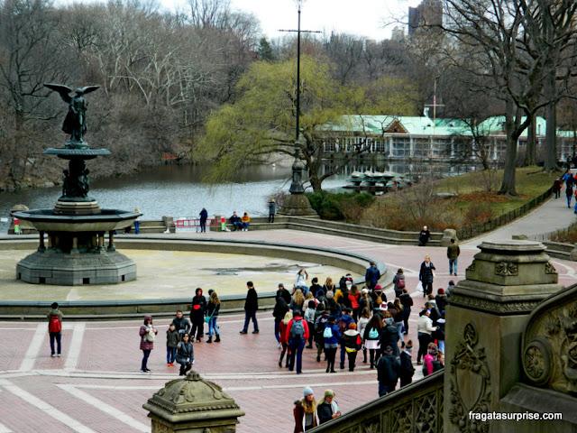 """A Fonte Bethesda e a escultura """"O Anjo das Águas"""", no Central Park, Nova York"""