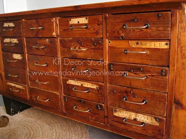 Aparadores antiguos estilo vintage para decoración con muchos cajones