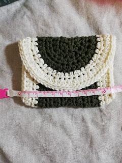 かぎ針編みのミニポーチのサイズ:横12センチ