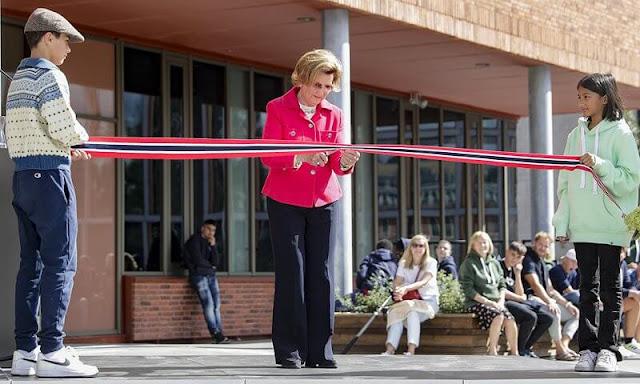 Queen Sonja of Norway opened the new Ruselokka School in central Oslo. Ruselokka School was established in 1871