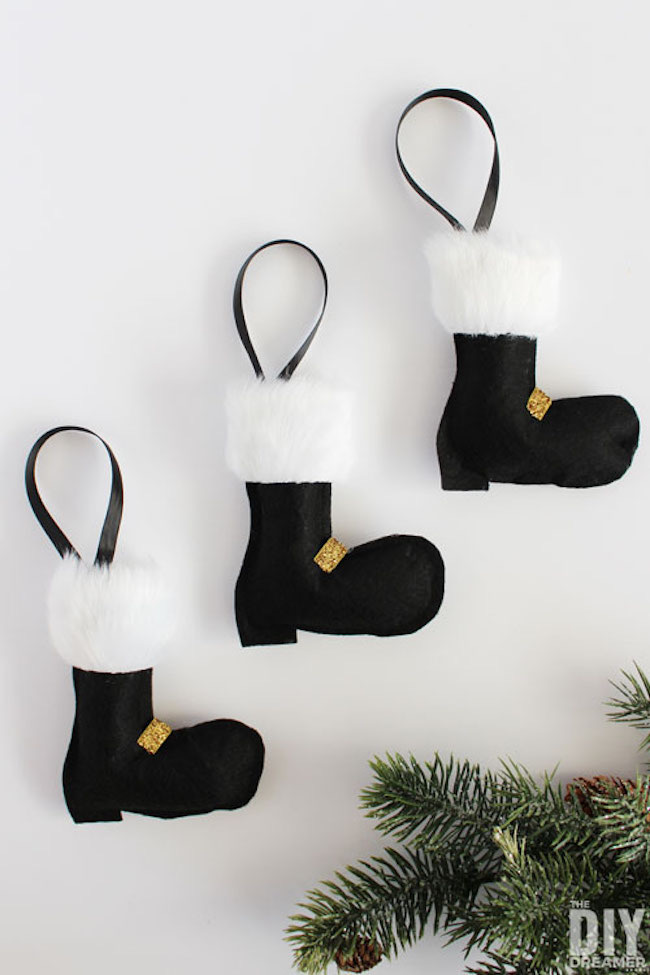 Santa Boots Felt Christmas Ornaments by The DIY Dreamer featured at Pieced Pastimes