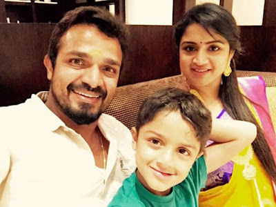 Vijay Raghavendra with son Shourya and Spandana